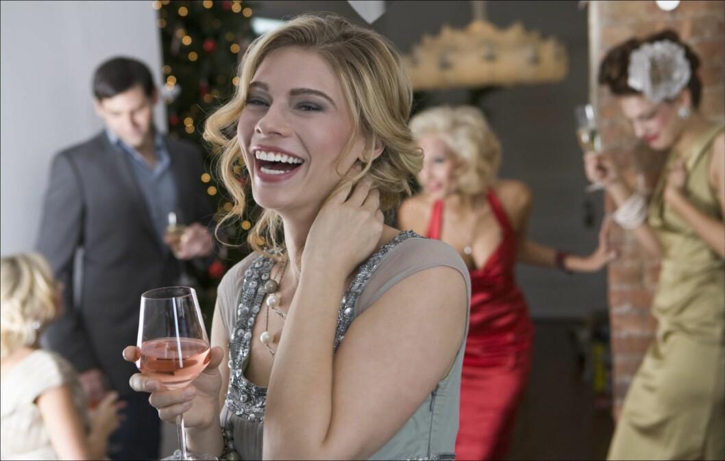 <strong>DÅRLIG KOMBINASJON:</strong> Overdreven spising kombinert med alkohol kan gjøre det ennå vanskeligere å fordøye maten. Foto: Thinkstock