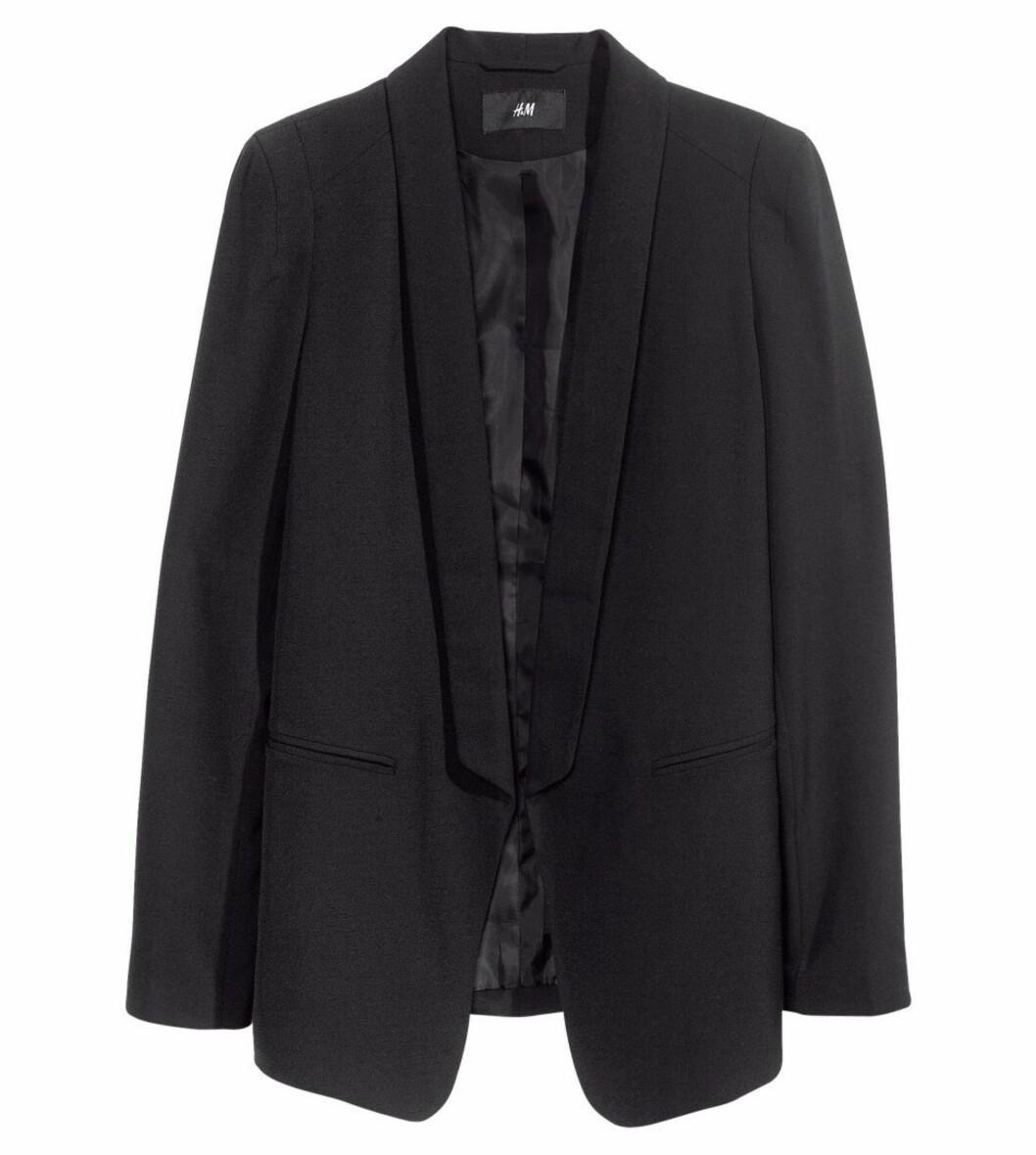 Sort blazer (kr 300, H&M). Foto: Produsenten