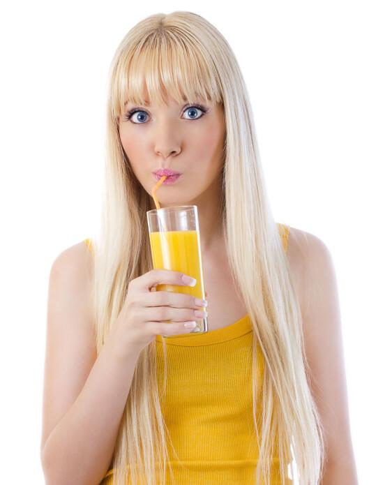 KUTT JUICEN: For å bli skikkelig av vent dropper du fruktjuice. Men frukt kan du spise så mye du vil. Foto: Colourbox