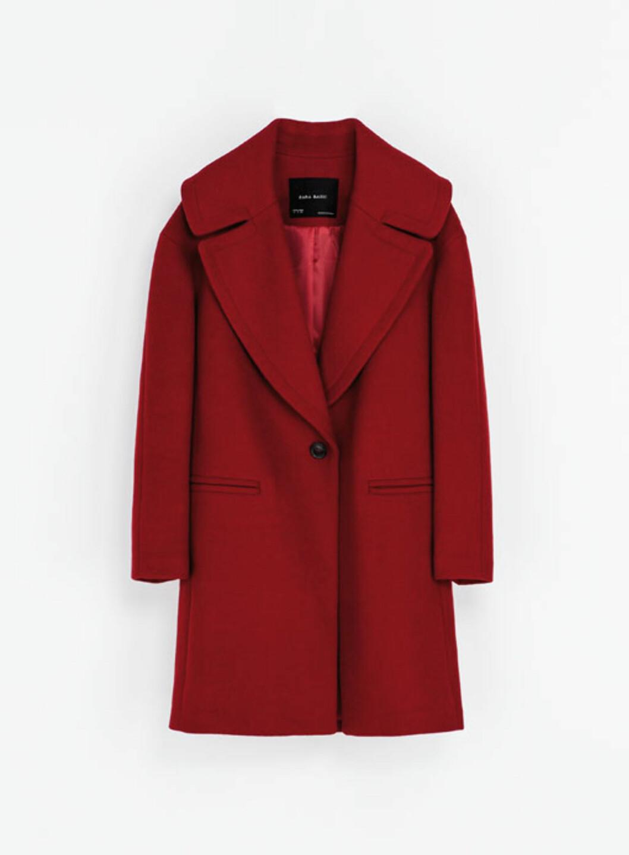 Knall rød kåpe med stor krage (kr 560, Zara.no).  Foto: Produsenten