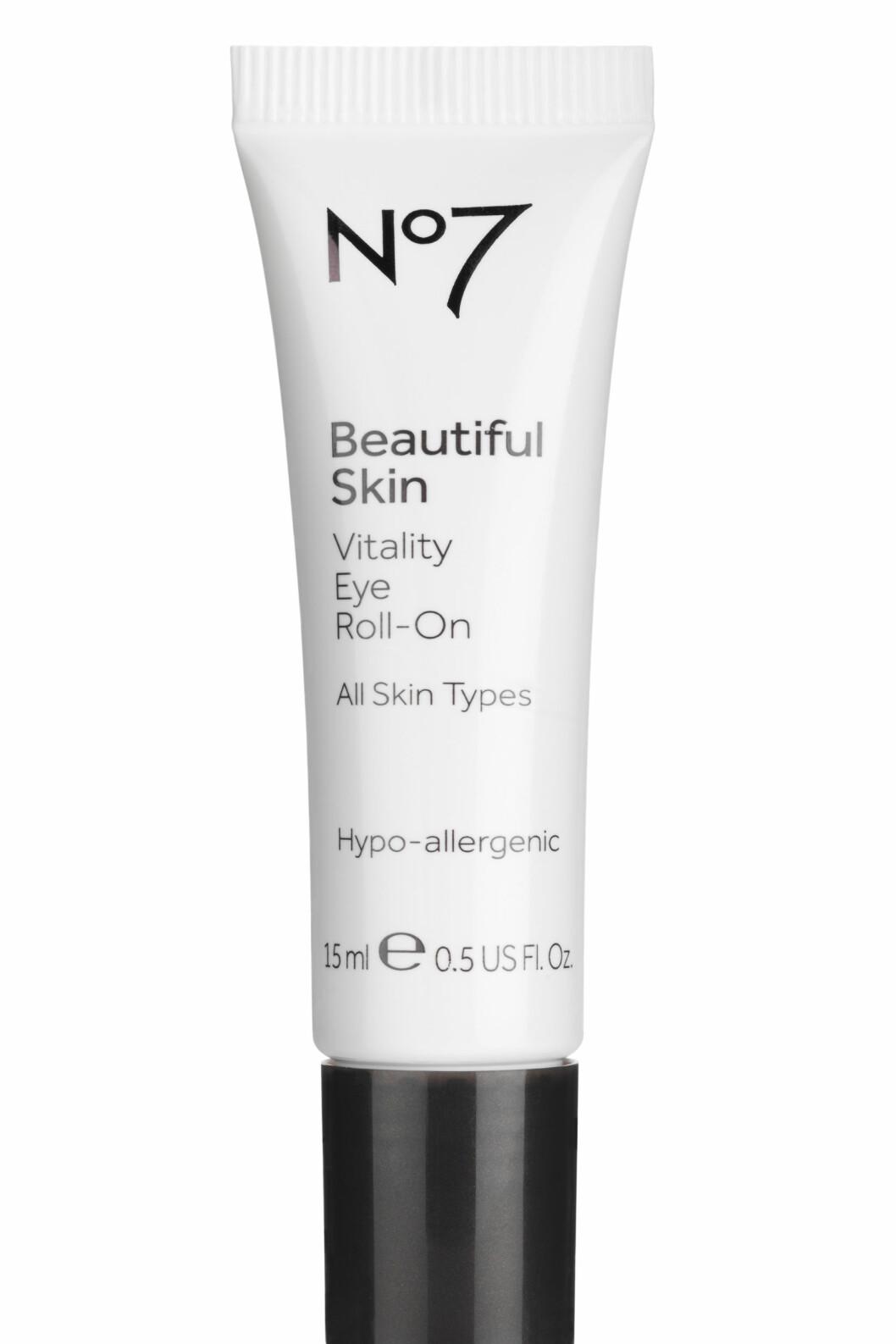 Beautiful Skin Vitality Eye Roll-On fra No7 er oppfriskende, avkjølende og fuktighetsgivende. Roll-on-applikatoren masserer forsiktig og gir en umiddelbar oppfriskende følelse. Reduserer synligheten av mørke ringer og poser under øynene. (15 ml, kr 189) Foto: Produsenten