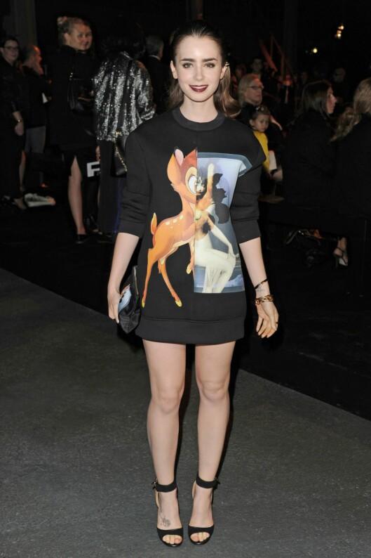 SØT STIL: Lily Collins bruker genseren som kjole. Foto: REX/David Fisher/All Over Press