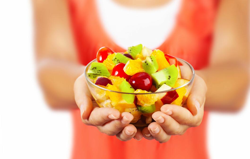 FRUKT GIR VITAMINER: En god fruktsalat - gjerne med litt kornblanding og yoghurt, er en super start på dagen. Frukten tilfører kroppen flust av vitaminer som motvirker sykdom, som forkjølelse! Foto: Anna Omelchenko - Fotolia