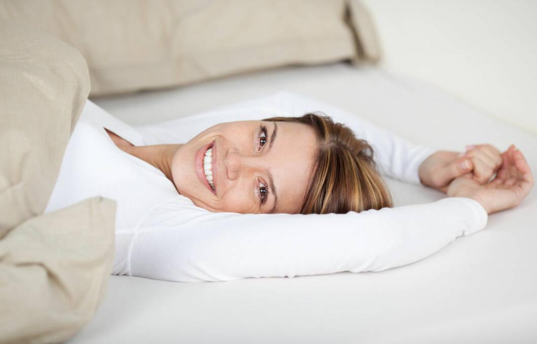 SØVN + HELGER: Det å sove lenge i helgen kan påvirke hjernen din negativt, og i verste fall føre til hukommelsestap og øke risikoen for demens.  Foto: contrastwerkstatt - Fotolia