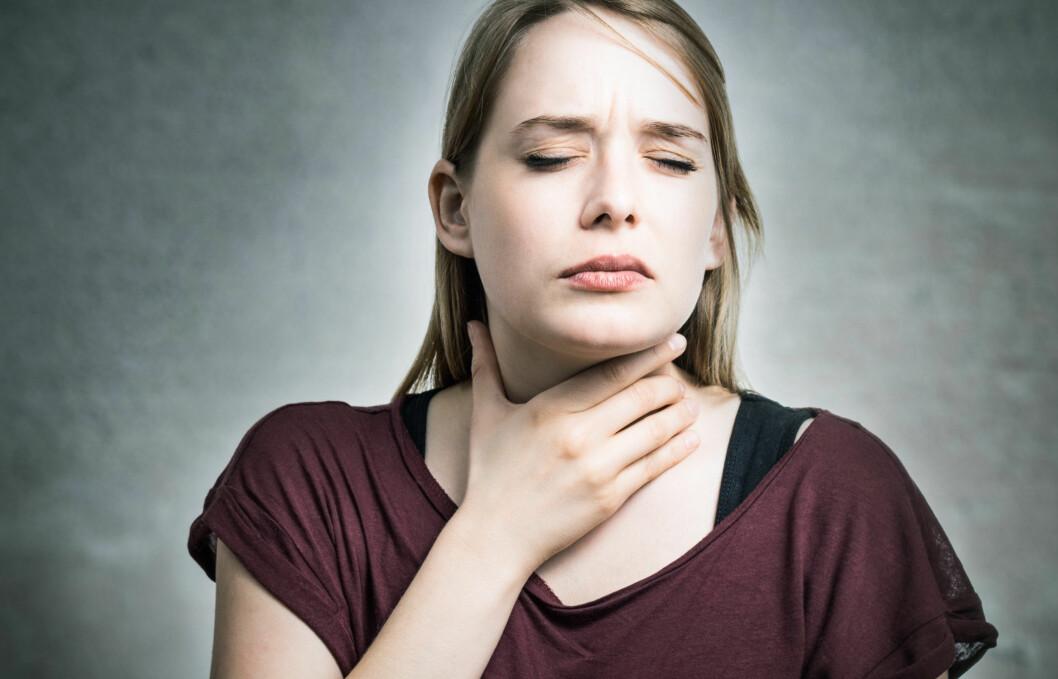 <strong>SÅR HALS:</strong> Mange plages av sår hals om vintren. Heldigvis finnes det en rekke tiltak du kan gjøre for å forebygge plagen. Foto: DDRockstar - Fotolia