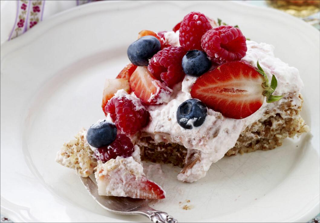YUM: Ja, til dessert litt oftere! Med noen enkle triks kan du gjøre den litt sunnere, og nyte litt oftere uten dårlig samcvittighet.  Foto: All Over Press