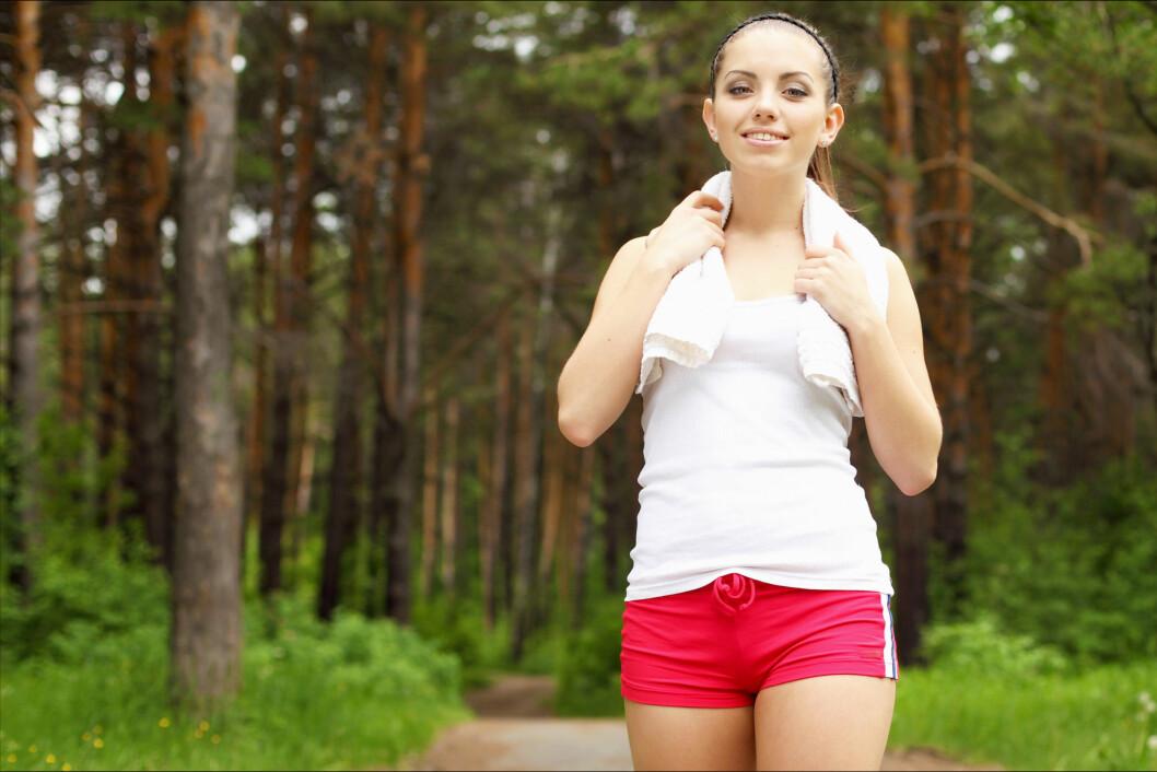 FYSISK AKTIVITET: Hvis du vil ned i vekt, holder det ikke med et sunt kosthold. Du må også røre på deg! Foto: Colourbox.com