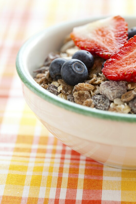 TOPP MAT: Frokostblanding med yoghurt, frukt og bær gir deg en næringsrik start på dagen. Foto: Colourbox