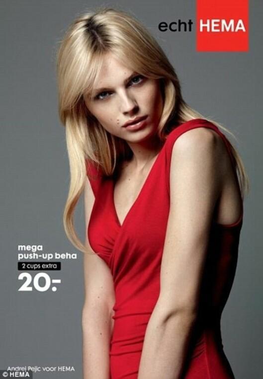 OGSÅ EN MANN: Hema brukte i 2011 den androgyne supermodellen Andrej Pejic i reklame for sine push-up bh-er.  Foto: © HEMA