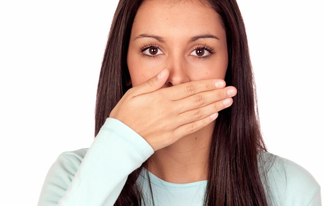 ANSIKTSHÅR TIL BESVÆR: Selv om det er helt naturlig med ansiktshår også for kvinner, synes mange det er sjenerende og flaut. Da er det heldigvis enkelt å fjerne dunene, men velg metode med omhu. Barbering er ikke det beste valget, sier ekspertene.  Foto: Gelpi - Fotolia