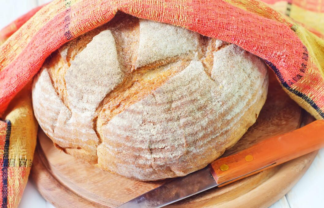 SURT OG GODT: Surdeigsbrød er manges favoritt.  Foto: Colourbox