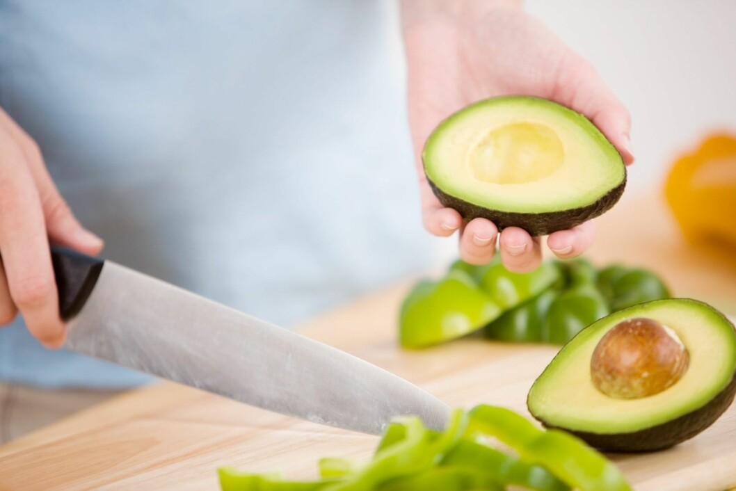 <strong>AVOKADO:</strong> Frukten inneholder blant annet aminosyren tyrosin, som skal gjøre at du føler deg mer opplagt. Foto: Getty Images/iStockphoto