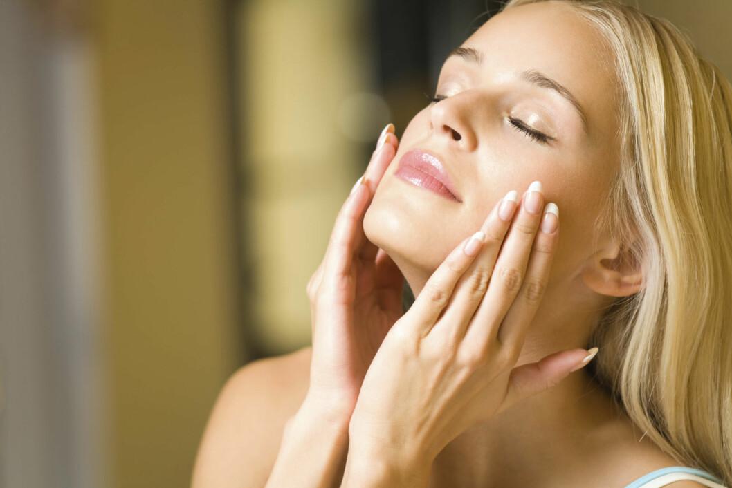 VELG EN NATTKREM: Nattkremenr har ikke solfaktor og inneholder ingredienser som pleier og reparerer huden etter en lang dag.  Foto: Thinkstock.com
