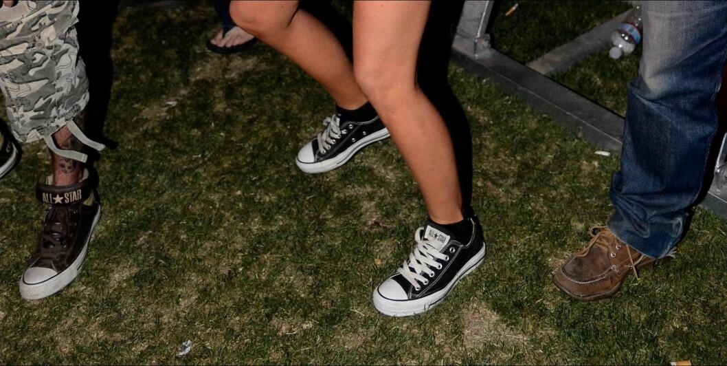 GOD GAMMEL ROCKEKLASSIKER: Carmen Electra går for lave svarte converse når hun er på festival. Foto: All Over Press