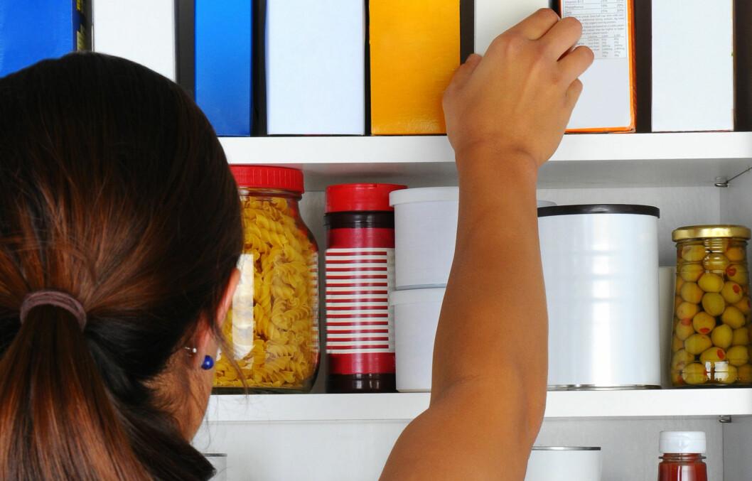 SKADEDYR: Melbiller er et av de mest utbredte skadedyrene i norske husholdninger, og bosetter seg i kjøkkenskapene våre.  Foto: Fotolia