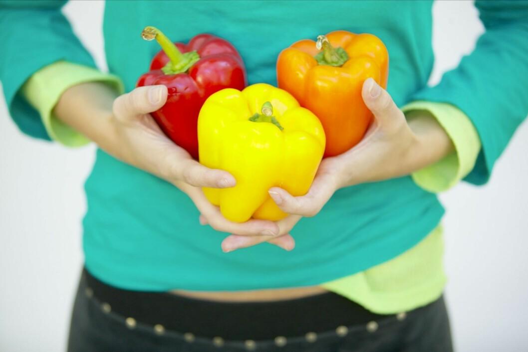 <strong>ALLE TRE, TAKK:</strong> Røde, oransje og gule grønnsaker og frukter har alle sine fordeler. Helst bør du få i deg litt av alt hver eneste dag.  Foto: Thinkstock