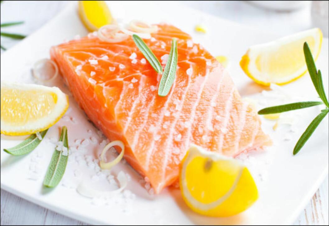 <strong>SPIS MER FISK:</strong> Fet fisk som laks og ørret er gode kilder til vitamin D, i tillegg til tran, ost, lever og egg.  Foto: Getty Images/iStockphoto