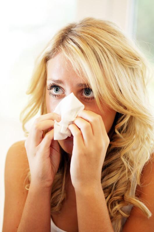 <strong>HVA ER DET?:</strong> Det kan være vrient  skille forjølelse og influensa, men har du eber hodepine og muskelsmerter, er sjansen stor for at det er influensa. Foto: All Over Press