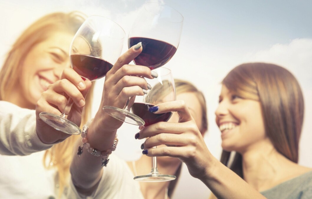 SLIPP Å BLI FOR FULL: Det er helt klart mulig å kose seg med alkohol uten å bli superduper full.  Foto: Thinkstock
