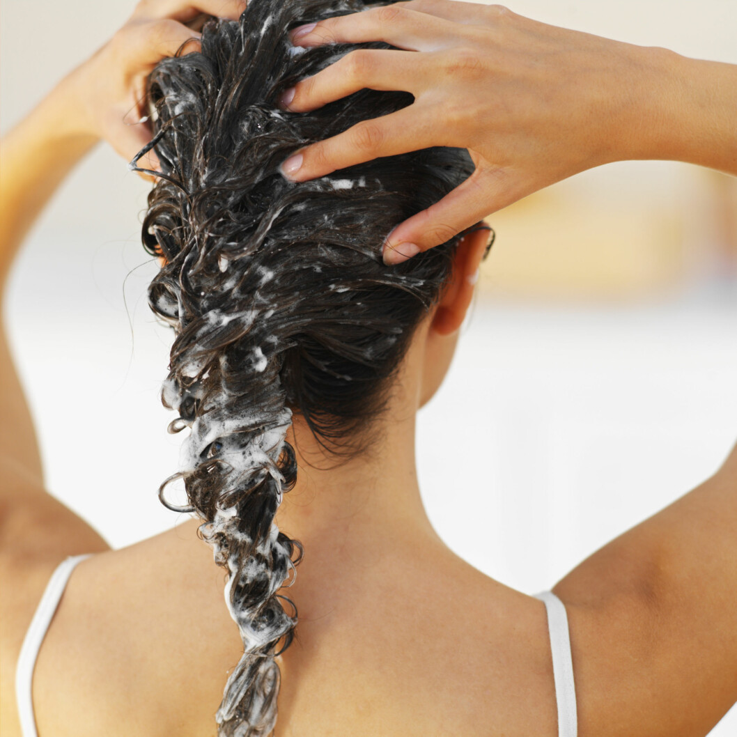 HUSK DETTE: En god hårkur bør brukes minst én gang i uka. Om sommeren kan du gjerne bytte ut balsam med hårkur, bare det er en fuktgivende kur som ikke krever balsam etter bruk.  Foto: Getty Images