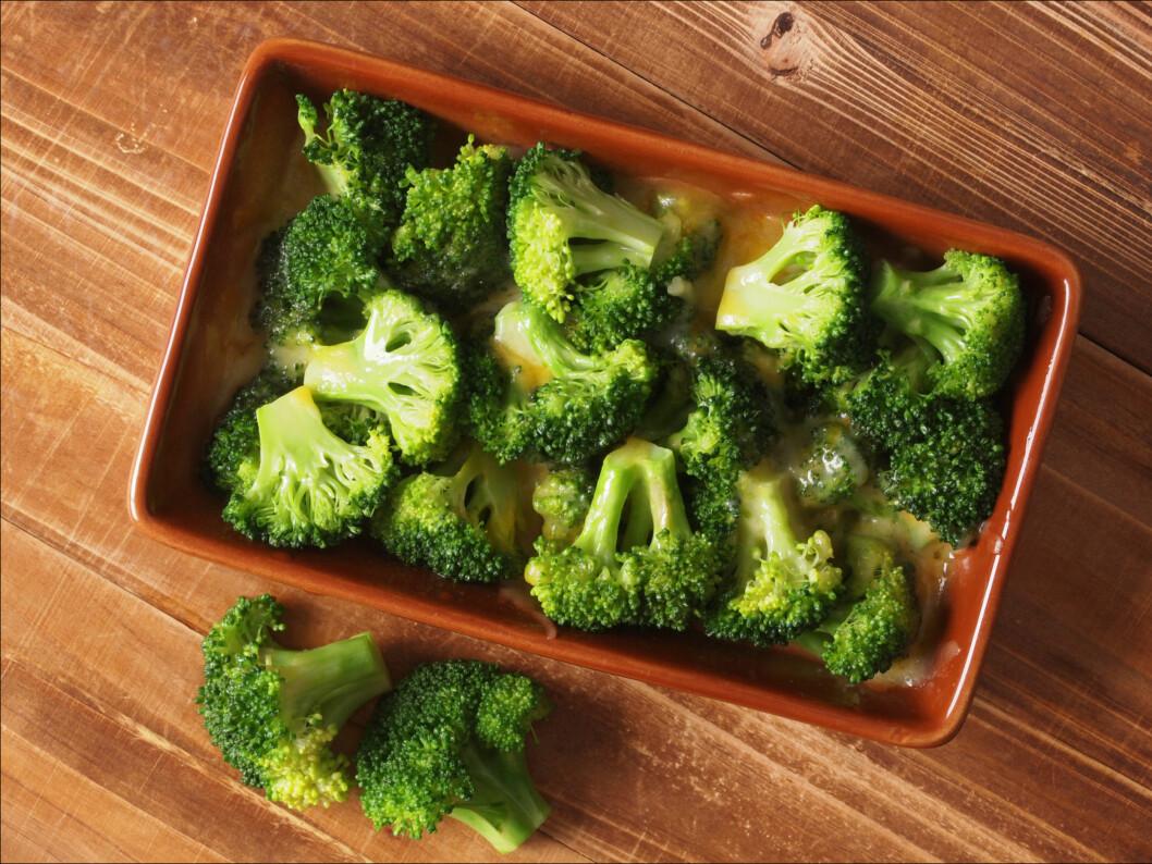 MYE FIBER: Brokkoli er blant grønnsakene som inneholder mye fiber. Det samme gjelder for blomkål, bønner, svisker, og soyabønner.  Foto: Getty Images/iStockphoto