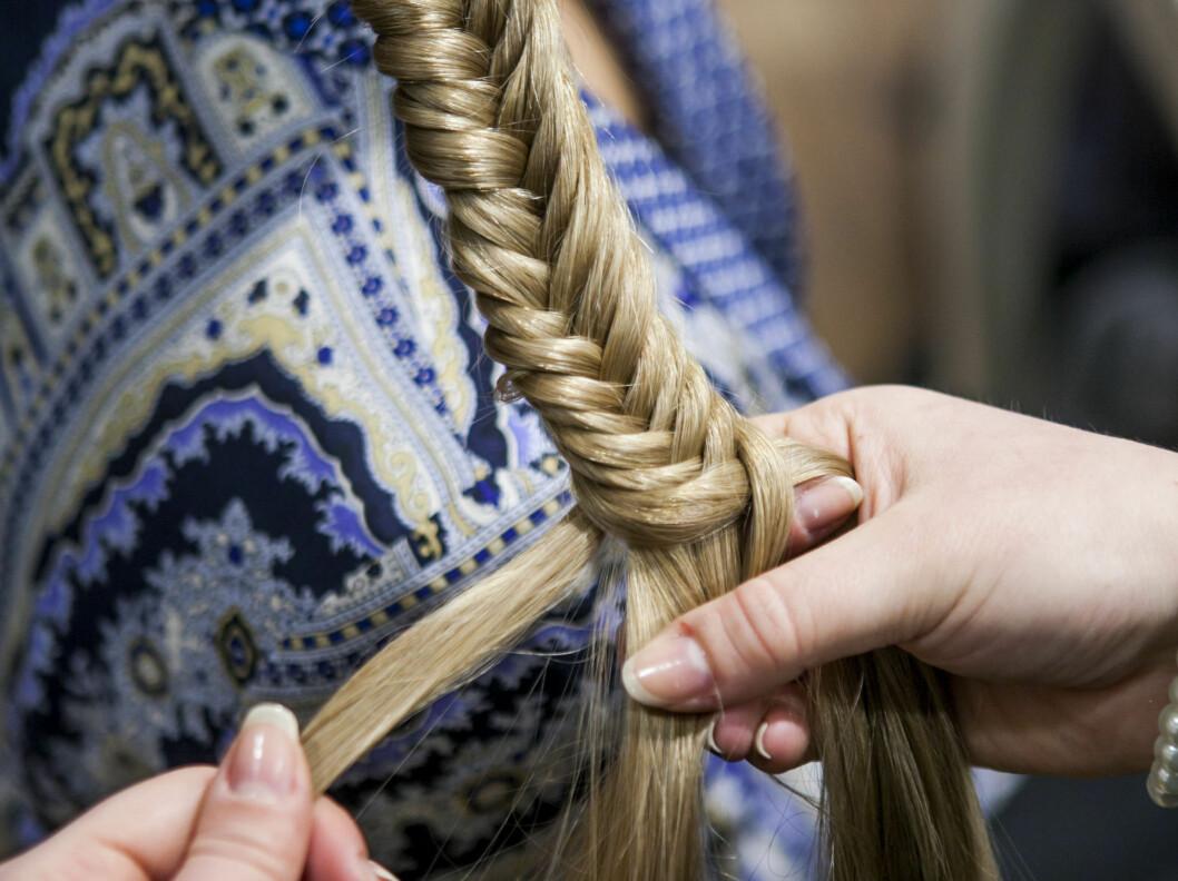 Når du nærmer deg enden på fletta, bør du ta mindre hår om gangen for å få samme effekt. Foto: Per Ervland