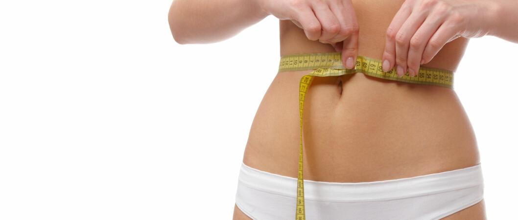 KREVER INNSATS: Paddeflat mage er de færreste kvinner forunt. Men kombinerer du et sunt kosthold med trening vil du se forbedringer. Foto: Colourbox