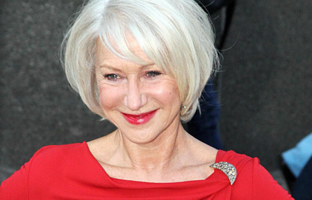 <strong>MYKT:</strong> Selvsagt kan du se smashing ut også med grått hår. Det er skuespiller Helen Mirren selve kroneksempelet på. Hun har valgt en myk frisyre med sidelugg og naturlig bevegelse og dessuten omfavnet det grå.  Foto: All Over Press