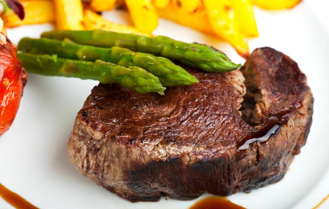IKKE OVERDRIV INNTAKET: I følge Hazen, lederen av studien, bør du kutte ned på hvor ofte du spiser rødt kjøtt, i tillegg til porsjonen din. Foto: Panther Media