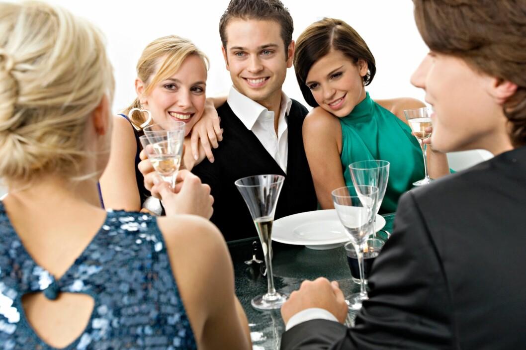 VANSKELIG Å SI NEI: Det er nok mange av oss som synes det er vanskelig å si nei til alkohol...Hvert fall i festlige lag! Foto: All Over Press