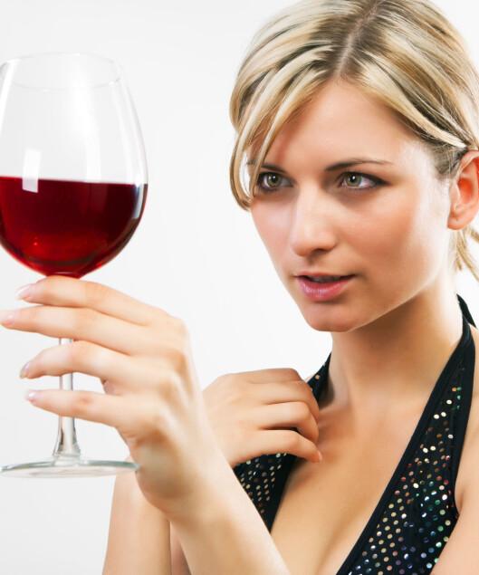 DRIKK MED MÅTE: For mye deilig vin kan fort gi deg ubehagelige opplevelser. Foto: Colourbox