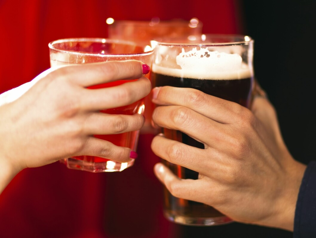 HVA BØR DU VELGE?: Skal du drikke øl på afterski? Da er det faktisk best å velge flaskeøl! Foto: Thinkstock