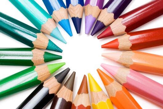 LÆR AV DETTE: Fargehjulet kan gi deg nyttige hint om hvilke farger som vil framheve akkurat din øyefarge best.  Foto: Getty Images/iStockphoto