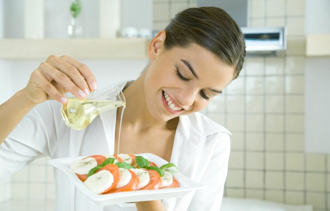 <strong>KJØR PÅ:</strong> Olivenolje er en super kilde til sunt fett. Foto: Colourbox