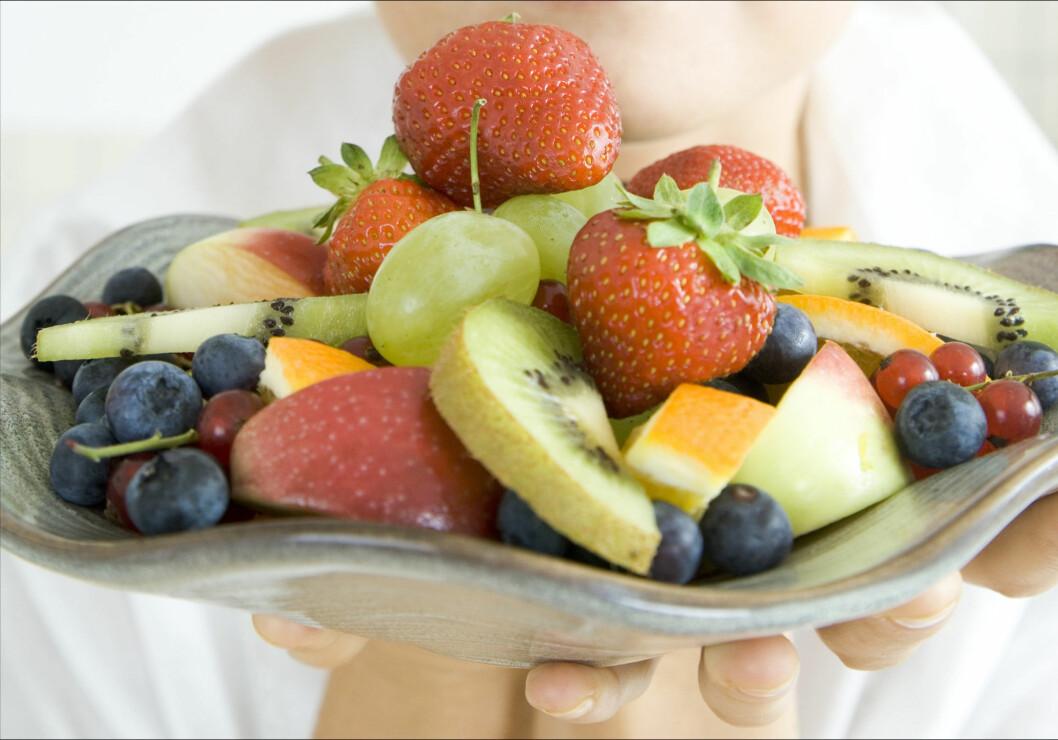 TO TIL TRE PORSJONER ER NOK: Selv om frukt både er frisk og smakfullt, er det ikke lurt å overdrive inntaket.  Foto: Colourbox.com