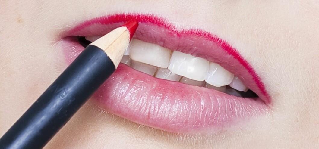 TRINN 1: Lipliner er må-ha for å unnga at leppestiften blør. Foto: KKs Lille Sminkeskole