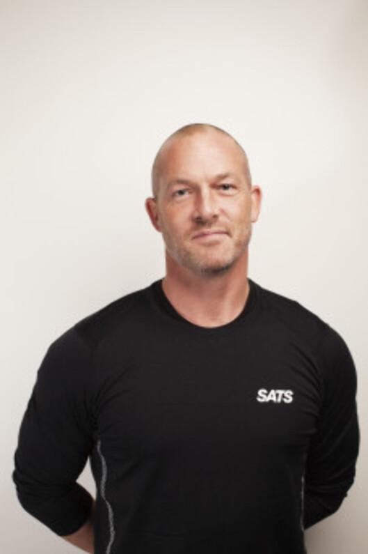 <strong>EKSPERTRÅD:</strong> PT-leder på SATS, Peter Cederholm, har tips til deg som trener alene. Foto: SATS