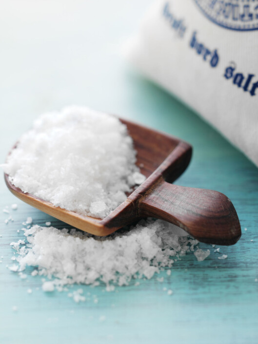FARLIG GODT: Bearbeidede matvarer bidrar i snitt med 70 til 80 prosent av saltinntaket. Lag maten din selv, så får du mer kontroll på saltforbruket ditt. Foto: Colourbox.com