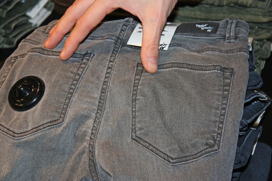 SPRETTEN STUSS: Ifølge Martin Gustavsson, som er Product Manager for Never Denim, bør du se etter jeans hvor lommene sitter ganske tett, hvis du ønsker en liten og spretten rumpe.  Foto: Tone Ruud Engen