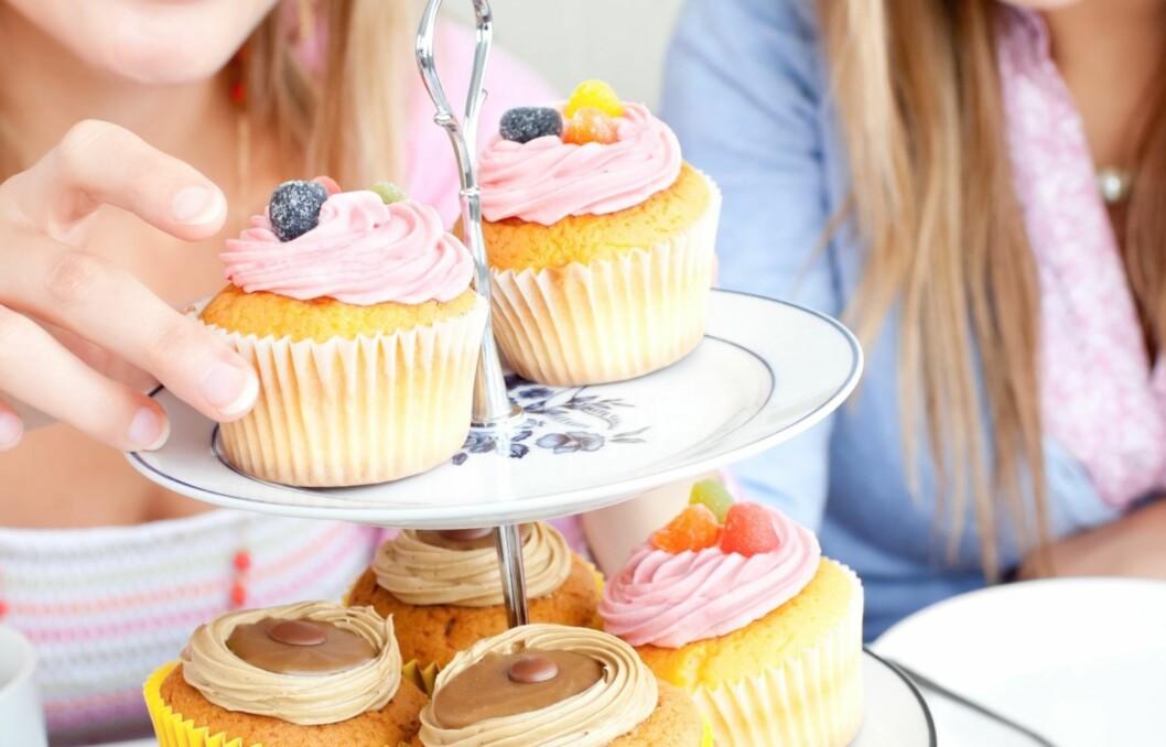 <strong>FERIEFRISTELSER:</strong> Mange glemmer gode hverdagsrutiner når det er ferie, og da er det ekstra fort gjort å spise flere cupcakes enn du ellers kanskje ville gjort... Foto: Thinkstock