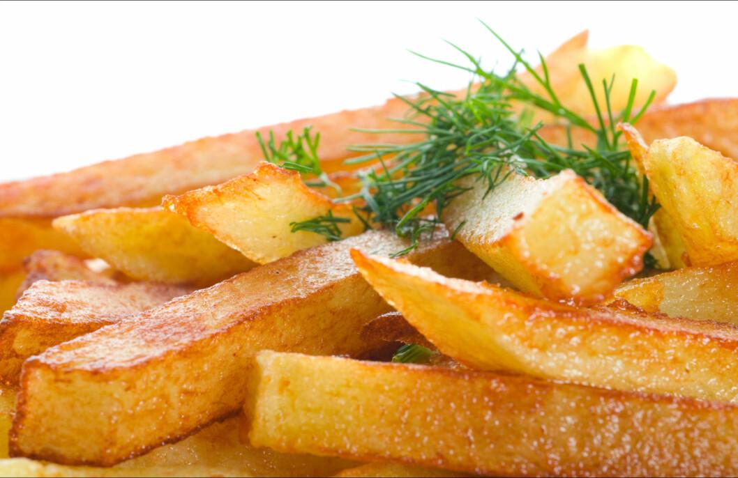 STYR UNNA FRITERT MAT: Fritert mat kan, på lik linje med hvitløk og løk, bidra til vond kroppslukt.  Foto: Thinkstock.com