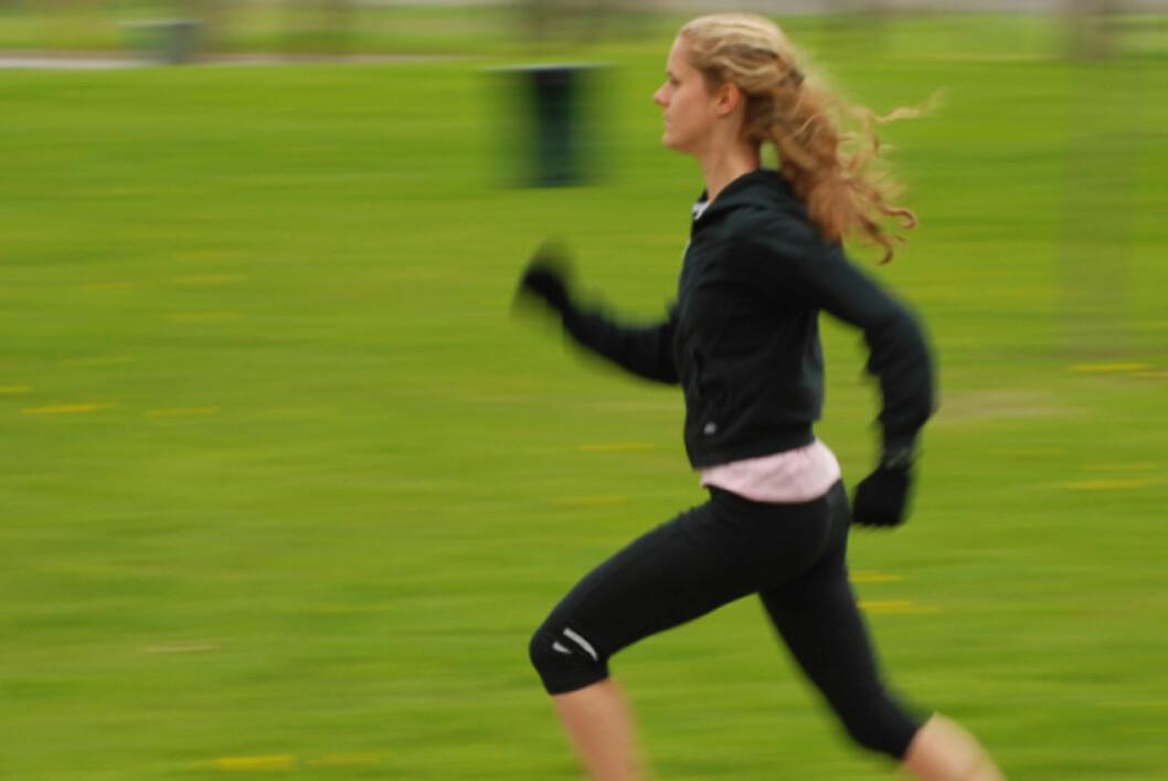 LØP INTERVALLER:Å løpe intervaller er knallgod trening, og supereffektivt hvis du vil komme raskt i form. For enda større effekt kan du løpe motbakker også.  Foto: Thinkstock