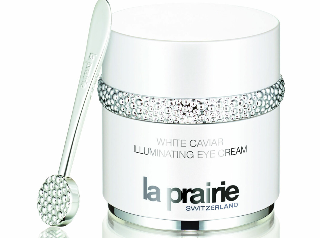 Lysner permanente mørke ringer og reduserer poser med hvit caviar(kr 2595, La Prairie, White Caviar Illuminating Eye Cream).