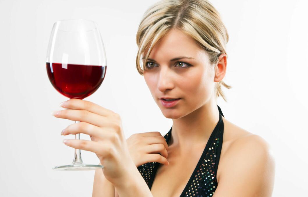 <strong>DRIKKER DU MYE?:</strong> En ny studie viser at veldig mange mennesker undervurderer hvor mye alkohol de får i seg.  Foto: Colourbox