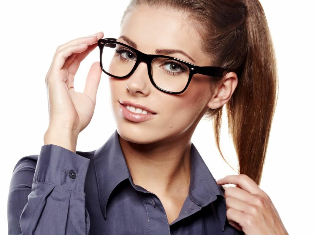 TOMMELFINGERREGLER: Det finnes noen «regler» for hva slags briller du bør gå for, og det er ansiktsformen som avgjør.  Foto: PantherMedia