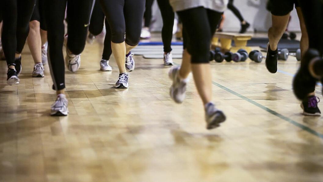 <strong>OPPVARMING:</strong> Timen starter med generell oppvarming - hvor man løper rundt i ring i salen.  Foto: Per Ervland
