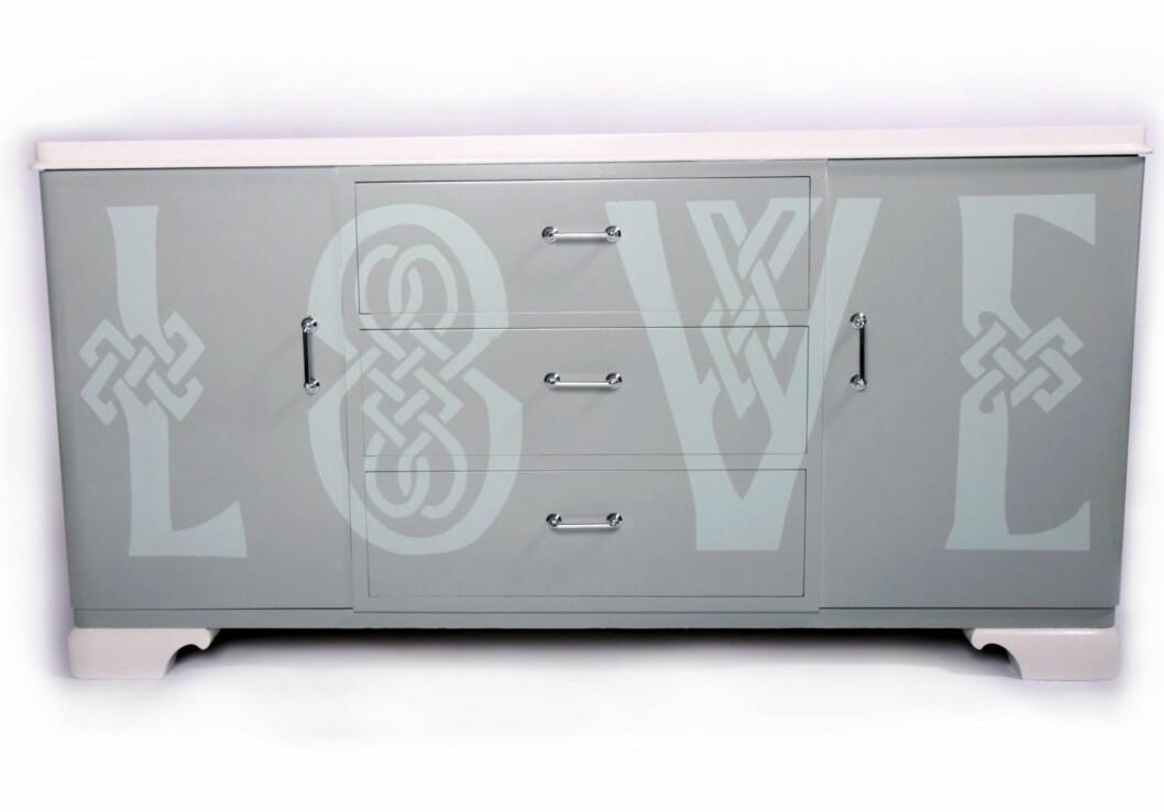 Skjenken med avrundede former er opprinnelig fra 30-tallet, nå er den pusset opp, kr 10 800, oize.no. Foto: Produsenten