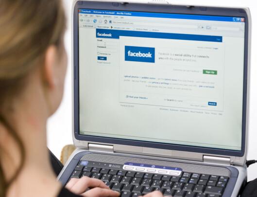 """VURDER FACE: Du har ikke godt av å sammenligne ditt liv med andres """"perfekte"""" liv på Facebook. Husk - alle overdriver! Foto: Colourbox.com"""