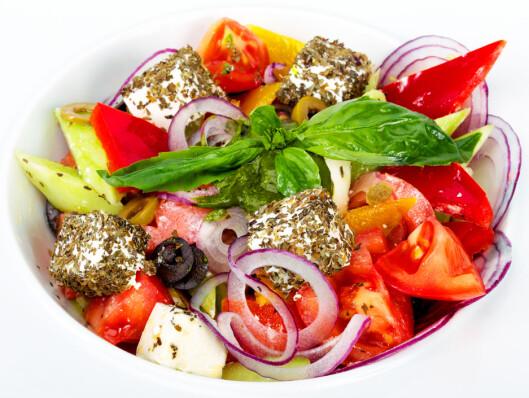 GRESK OG GODT: Gresk salat metter bra - og inneholder faktisk ikke salatblader i det hele tatt! Foto: Colourbox.com