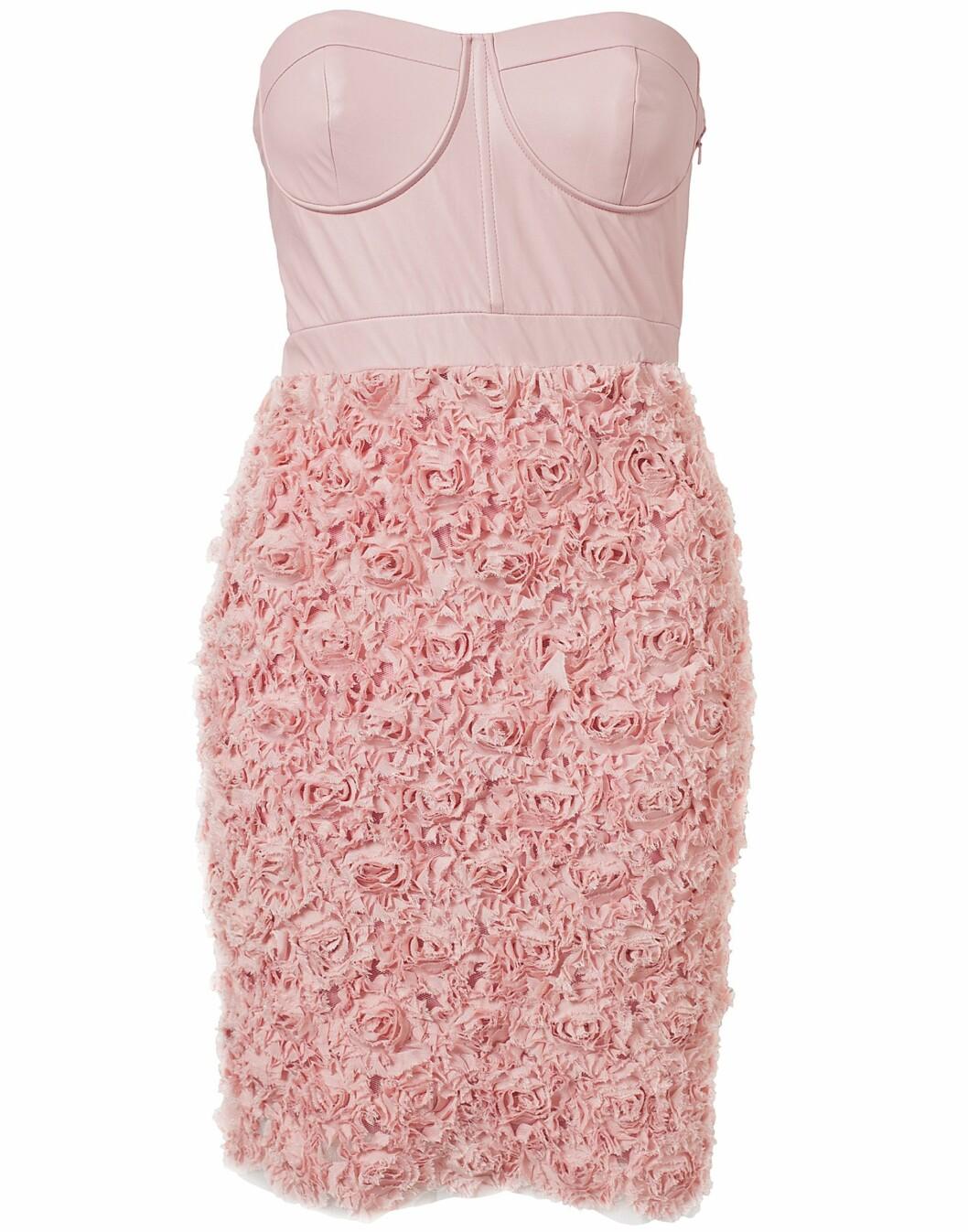 Sexy og feminin kjole (kr 799/Nelly Eve). Foto: Produsent